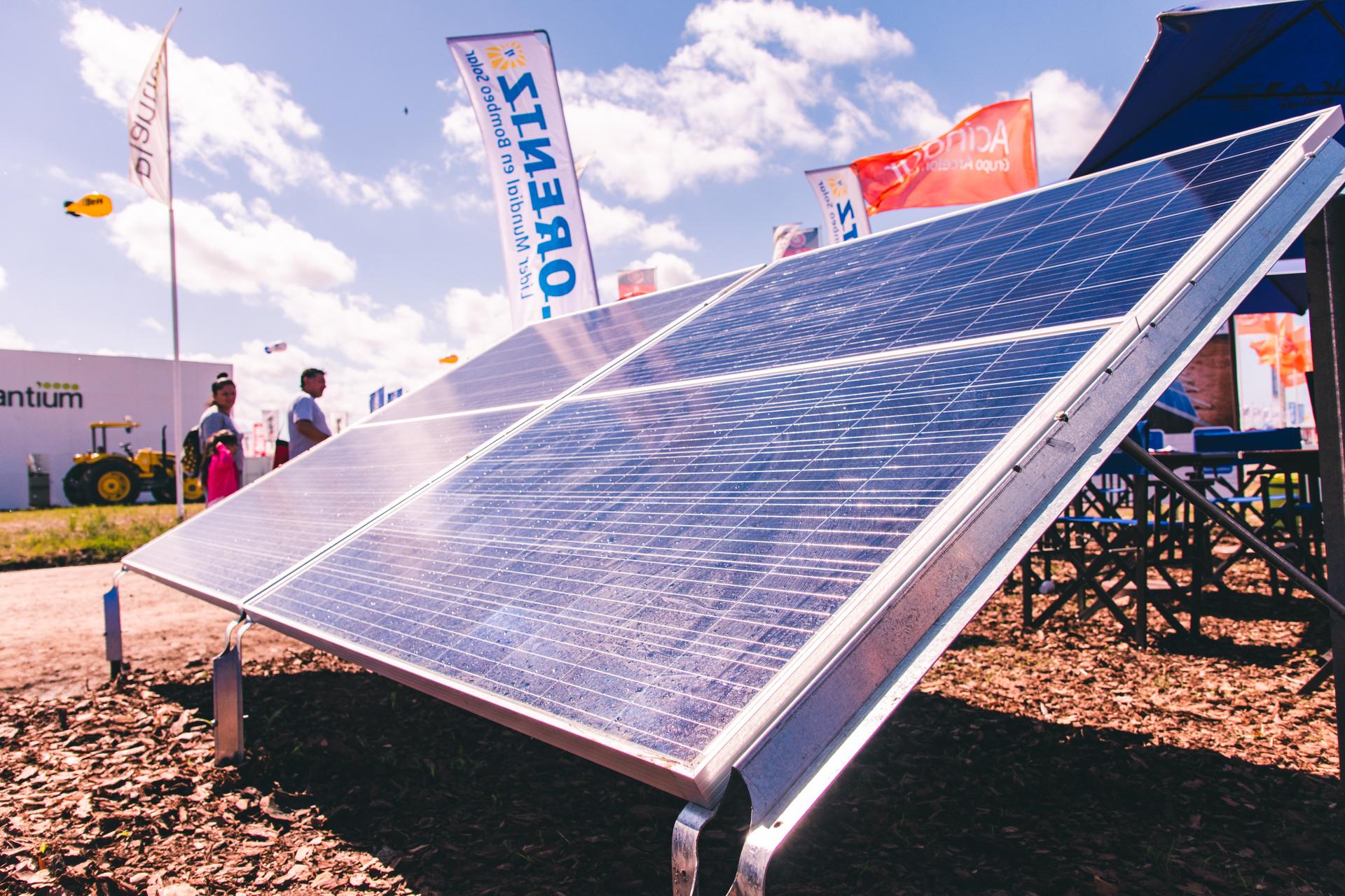 Paneles solares y estructuras Tonka
